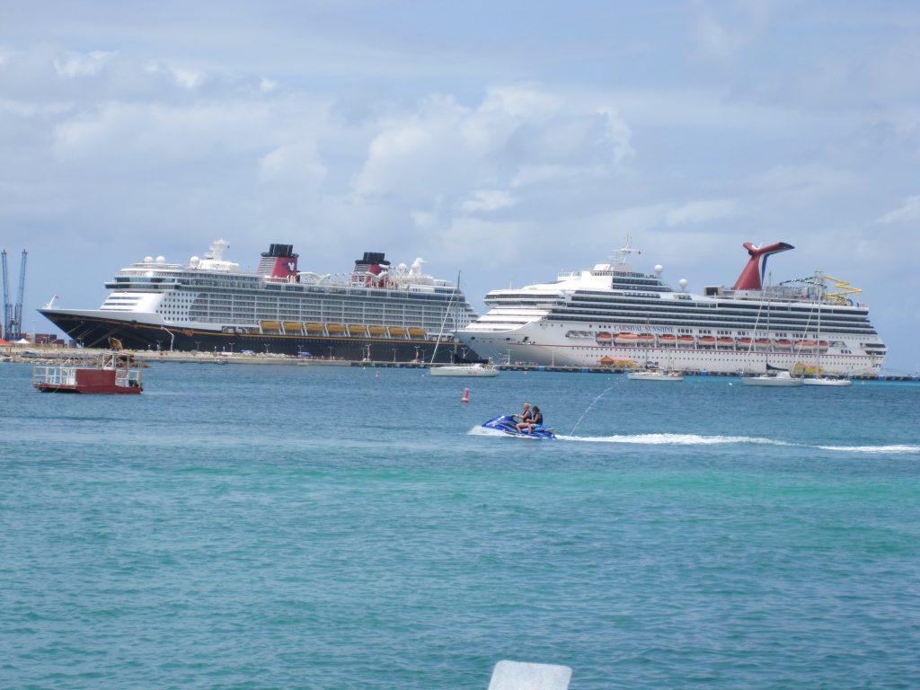 Cruise ships in San Maarten