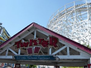 Ultimate Guide to Elitch Gardens Twister II