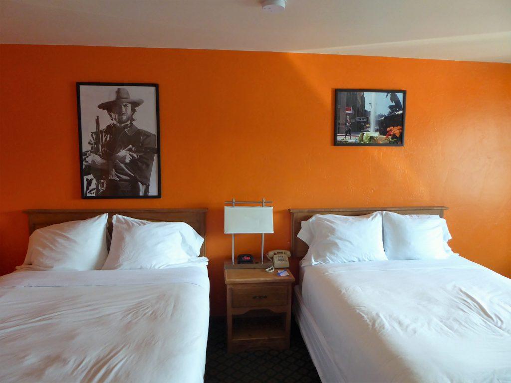 Retro Inn - Clint Eastwood room